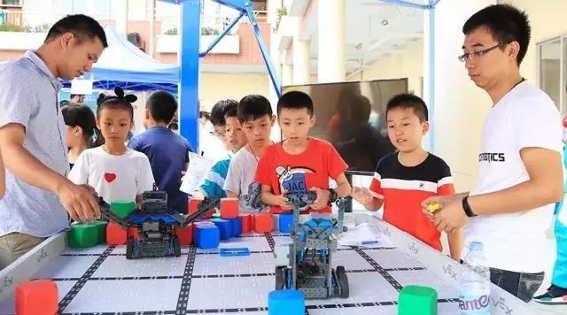 小学4-5年级的创客课程:机器人比赛