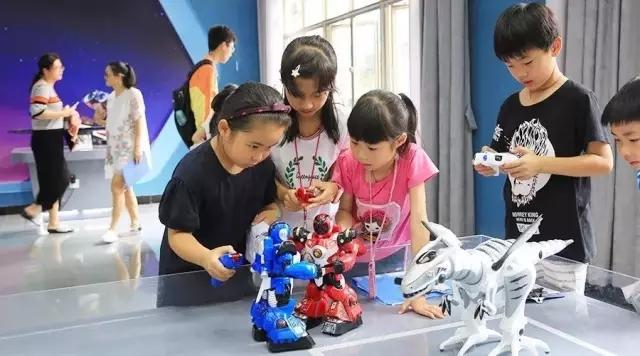 6-8年级创客课程:与机器人互动体验