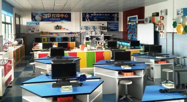长兴吕山小学机器人创客实验室