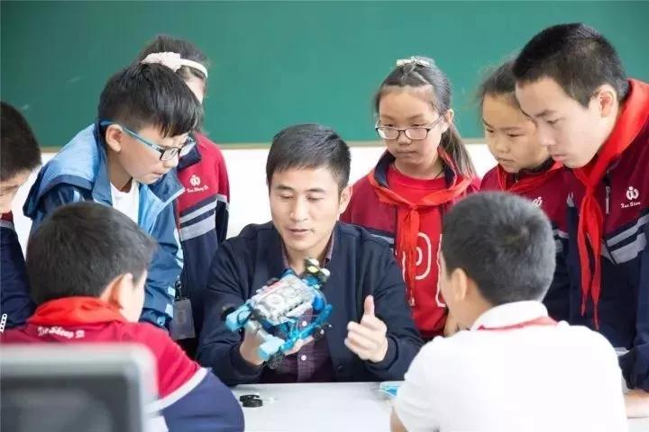 苏州八都小学创客社团的成员们