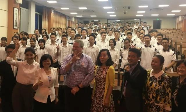 美国校长与广州学生分享创客教育