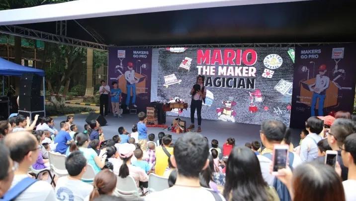 深圳市麓城外国语小学在MakerFaire上分享创客作品