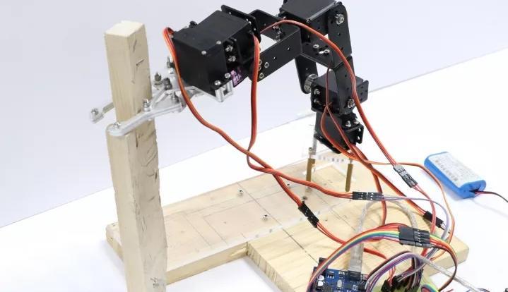 备爱关注的机器人手臂创客作品