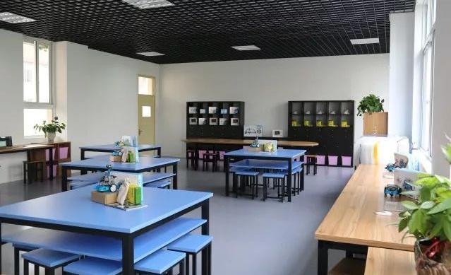 龙湾区第二小学迎接并顺利通过温州市创客基地评估验收