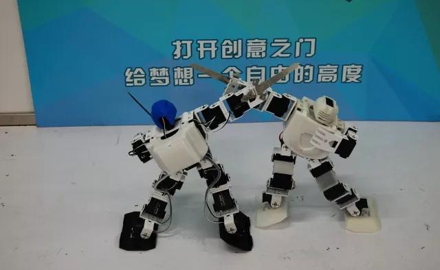创客访谈:哈尔滨工程大学李鹏飞的机器人之路