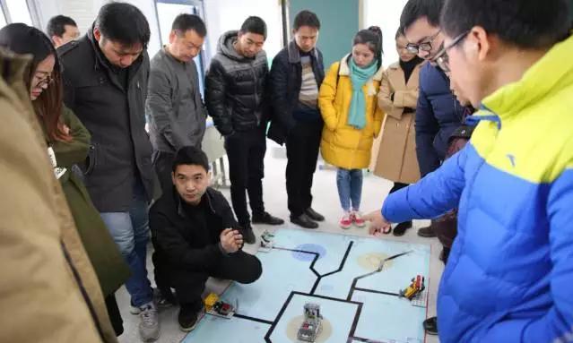 """铅山县举办""""第四期全县创客机器人培训班"""""""