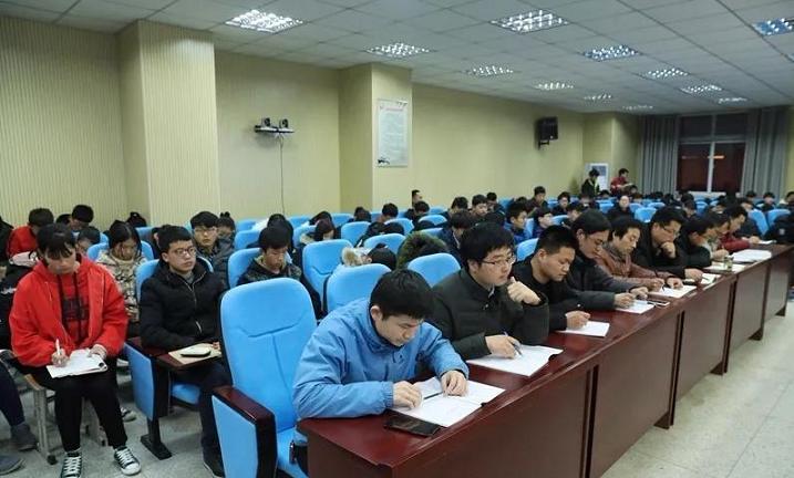 淮滨高中召开2018学年度下期创客教育工作会