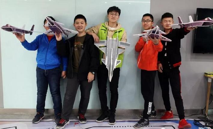 从小结缘无人机的创客教师:刘顺成