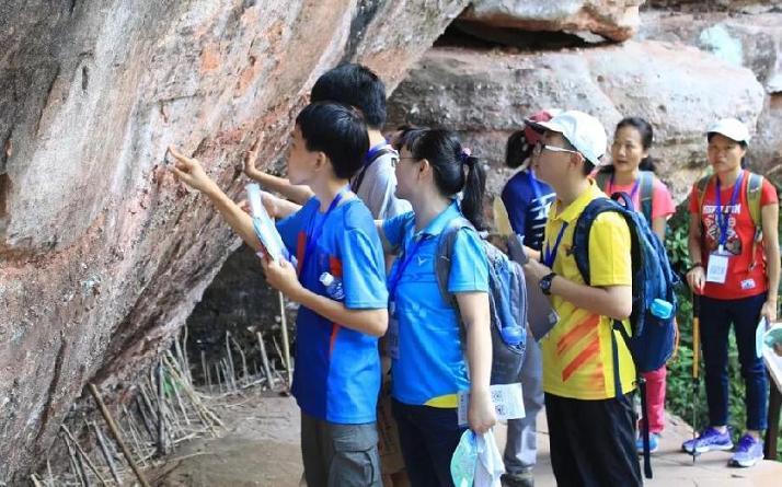 学生参加研学旅行照片