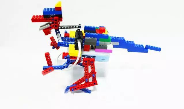 瓦力工厂提供的积木机器人创客课程