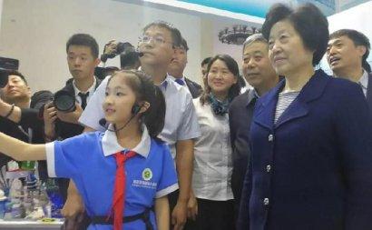 哈尔滨市小创客参加全国教育信息化展示活动