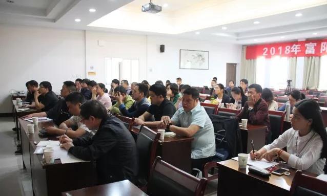 富阳区中小学创客教育教师培训在东洲中小举行