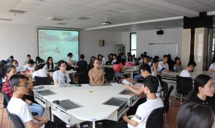创业孵化器举行讲座