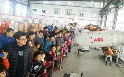 乐高机器人国际创客空间举行工厂体验活动