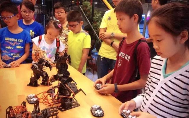 儿童创客培训开设的机器人教育