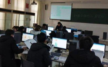 内蒙古阿拉善盟额旗中学举行创客师资培